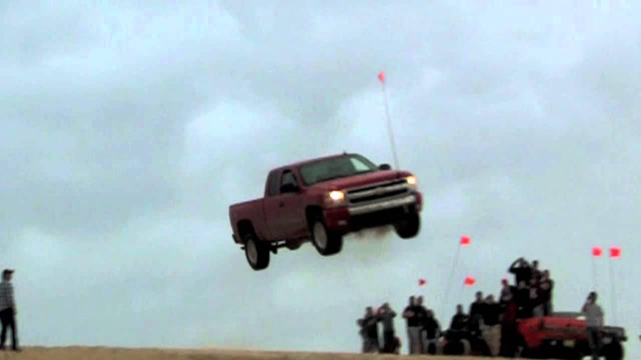 Extreme jump and crash, Chevrolet - Silverlake 2011 - YouTube