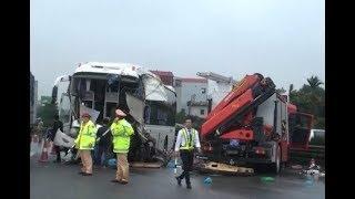 Clip xe khách tông xe cứu hỏa trên cao tốc Pháp Vân - Cầu Giẽ, 3 người thiệt mạng.