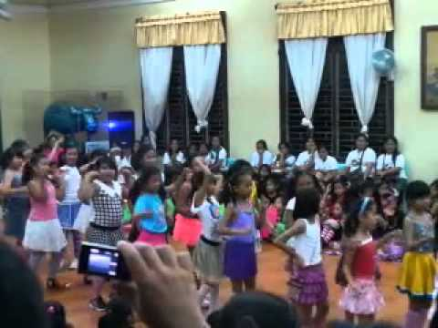 Hoops Kiri Hoops Dance Performance Of Twcs... Good Job Kids :) video