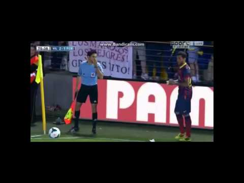 Dani Alves funny momment with banana in Villareal match
