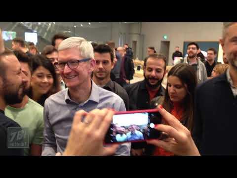 Download  Tim Cook all'Apple Store Piazza Liberty di Milano Gratis, download lagu terbaru
