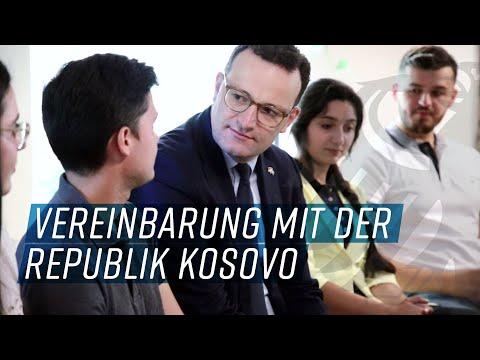 Jens Spahn besucht Pflegeschüler im Kosovo