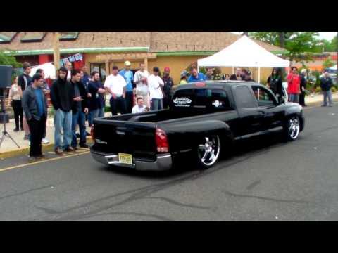 Airbag Lowrider trucks in judging