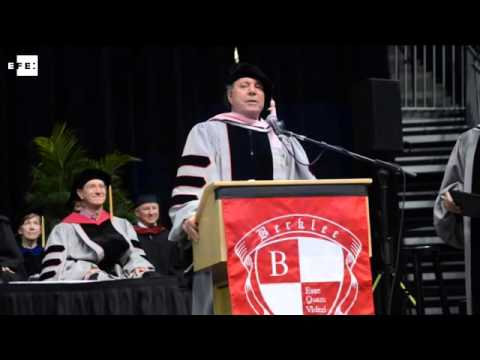 Julio Iglesias, doctor honoris causa en Boston