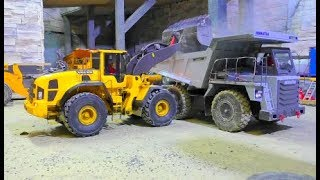 RC TIPPER KOMATSU HD 405 AND VOLVO L250G! COOL RC MACHINES AT THE CONSTRUCTION! STRONG MB 3363 AROCS