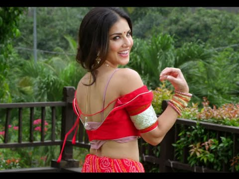 Sunny Leone strips her Blouse
