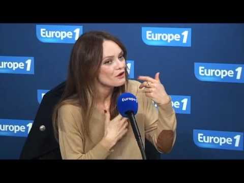 """Vanessa Paradis : """"Ça fait 15 ans que je me marie tous les ans"""" - Europe 1"""