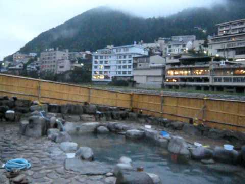 MVI 7248下呂温泉河原の朝の露天風呂