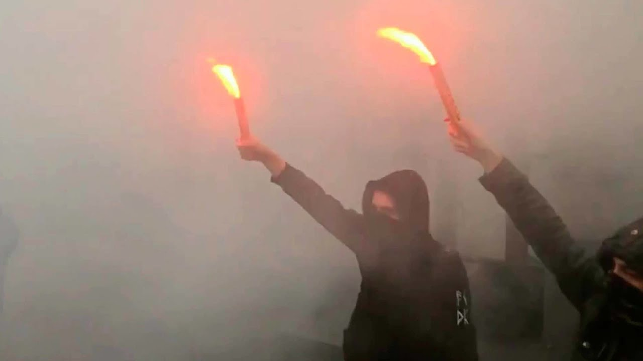 Здание Россотрудничества в Киеве забросали дымовыми шашками