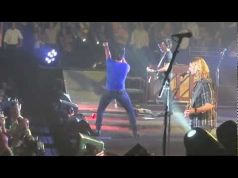 Luke Bryan Shakin' It!! - Country Girl (Shake It For Me)