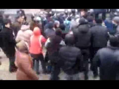 Депутат сбегает с ДонОДА, народ возвращает на работу