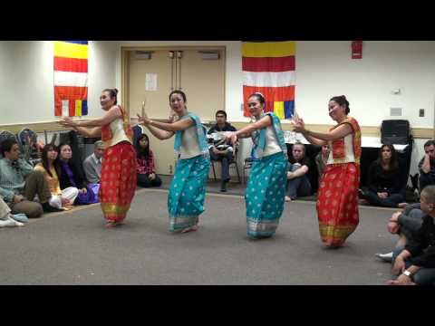 Dance Sao Lao Lan Xang performed by the Lao Swan Dance Troupe & LAWA (Lao American Women's Association) @ the George Washington University (GWU) for the Inte...