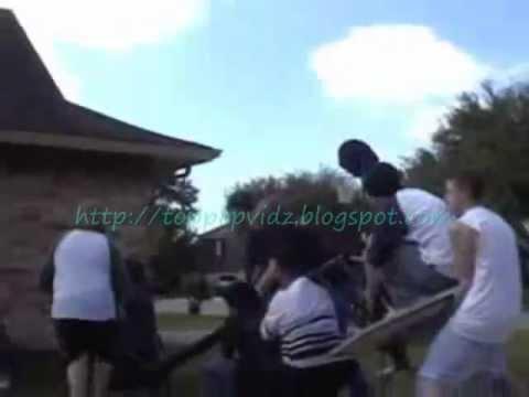 Baloncesto - Salto al tejado desde canasta de basket