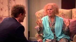 Catherine Tates Nan S01E02