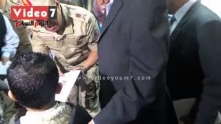 قائد المنطقة العسكرية يأمر بتغيير زجاج فصول مدرسة سيد الشهداء للبلاستيك حرصاً على سلامة الأطفال