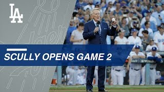 WS2017 Gm2: Scully, Valenzuela, Yeager pump up crowd before Game 2 of the World Series