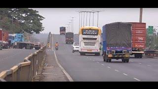Rash & Dangerous Driving by Multi Axle Scania Bus at Mumbai Ahmedabad National Highway, India