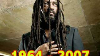 Lucky Dube - Reggae Strong