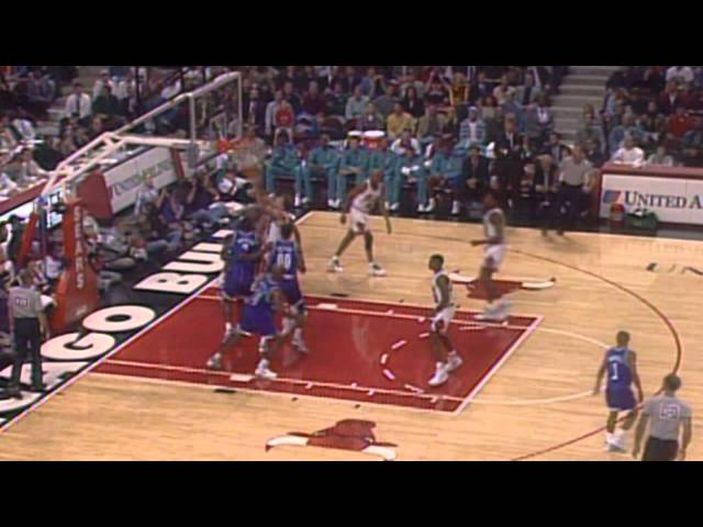 Scottie Pippen Leads Way For Bulls in United Center's First Game - League Pass Look Back