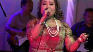 Chhom Chorvin  sing a classic 'Veal Soss Kyol ' at New Paradise Restaurant LB
