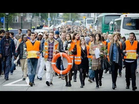 Migrant Crisis: Rallies in Europe As 9,000 Arrive In Munich - Tens of Thousands Demonstrate