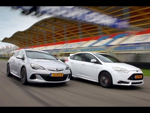 Astra OPC vs Focus ST (english subtitled)