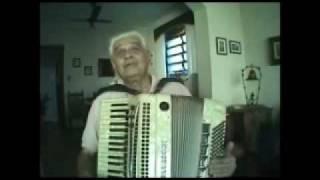 Jose Augusto Torres Vasques e seu acordeon.wmv