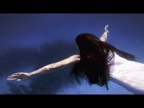 From the album Parts of Speech: http://bit.ly/dessapartsofspeech / Directed by Daniel Cummings / Underwater footage by Alex Ruiz / Dessa statue created by Crist Ballas / Styled by Jen Yumang...