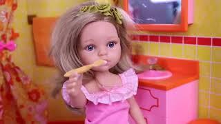 Sara doll👩🌾 reina dolls play funny😜 jokes in the dollhouse bathroom #1