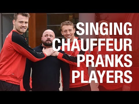 Annoying driver's hilarious prank on Liverpool FC players