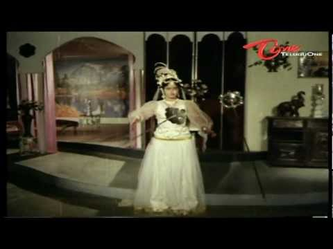 Lady Ghost Turns Ladies Nude - Telugu Comedy Scene thumbnail