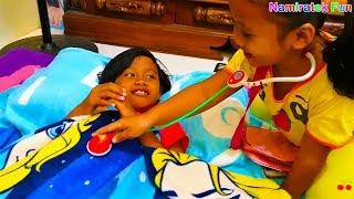 Anak & Balita Lucu bermain mainan anak Main Dokter - dokteran asik sekali bersama teman