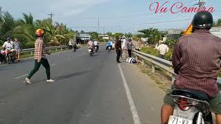 Tai nạn giao thông người ở nơi xe ở ngã Bình Đại Bến Tre (vũ camera)