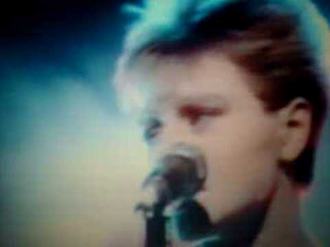 Cocteau Twins - Spooning Good Singing Gum
