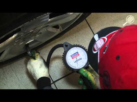 Проверка давления в колесе, подкачка до нормы