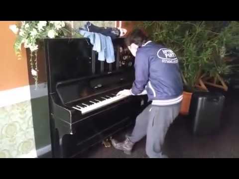 Patryk Pegza Pięknie Gra Na Pianinie