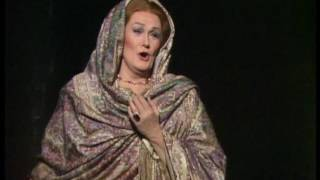 Dame Joan Sutherland Delivers A Magnificent Leonora With The D6