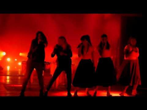 Elisa feat. Emma Marrone – Maledetto Labirinto intro (Arena di Verona – L'Anima Vola Tour 2014) HD