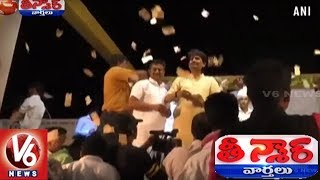 Gujarat MLA Showers Cash Worth Lakhs During Music Event | Teenmaar News