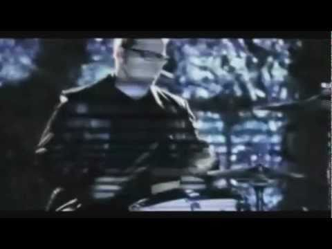 Weezer -'Hang On' Music Video