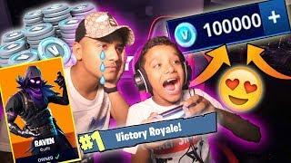عطيت اخوي الصغير 10,000 كوينز على 5 ذبحات فقط ! ( اخوي جلاد ! فورتنايت ) Fortnite  !!