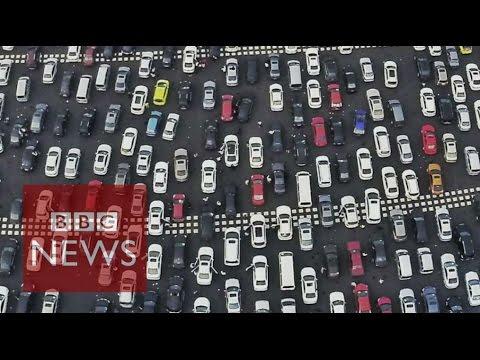 Beijing's huge traffic jam - BBC News