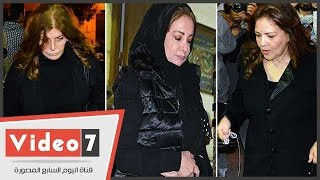 بالفيديو.. ميرفت أمين وشهيرة ودلال عبد العزيز فى عزاء