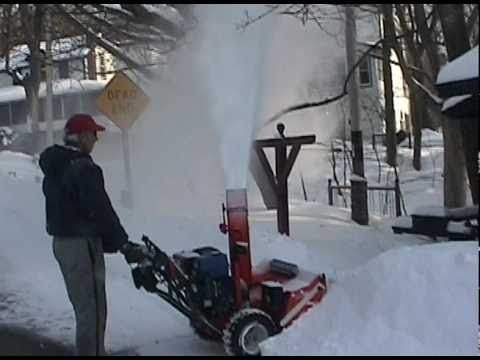 Ariens Snowblower  1032 Blowing snow