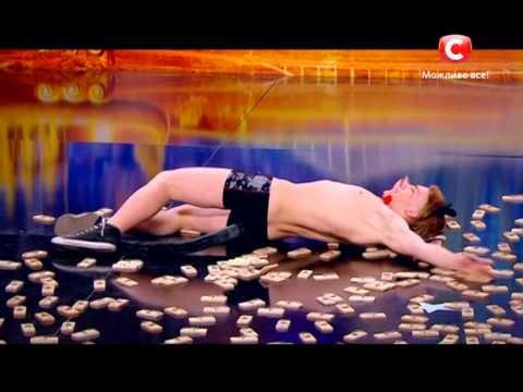 Парень в трусах Андрей Мартыненко танцует на сцене - Україна має талант-7 - Кастинг в Киеве