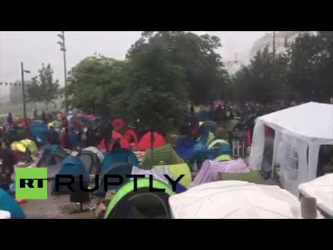 France: Several thousand refugees evacuated from Paris camp