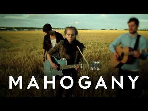 Kyla La Grange - Vampire Smile // Mahogany Session