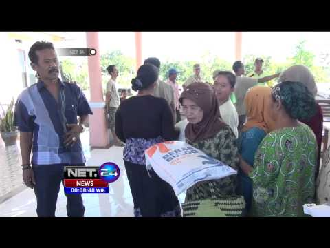 Puluhan Warga Indramayu Antre Dapatkan Beras Raskin - NET24