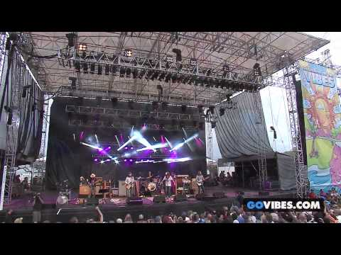 "The Black Crowes performs ""Jealous Again"" at Gathering of the Vibes Music Festival 2013"