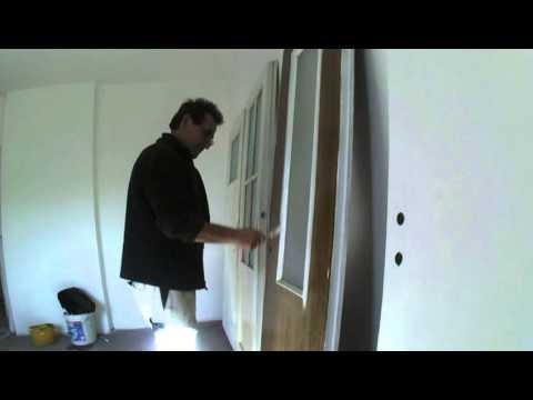 streichen einer dunklen t r youtube. Black Bedroom Furniture Sets. Home Design Ideas